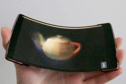 Ճկվող սմարթֆոն, որը ցուցադրում է 3D պատկերներ