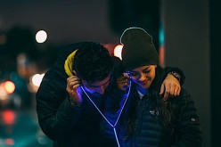Glow ականջակալներ, որոնք լուսարձակում են սրտի աշխատանքի ռիթմով (տեսանյութ)