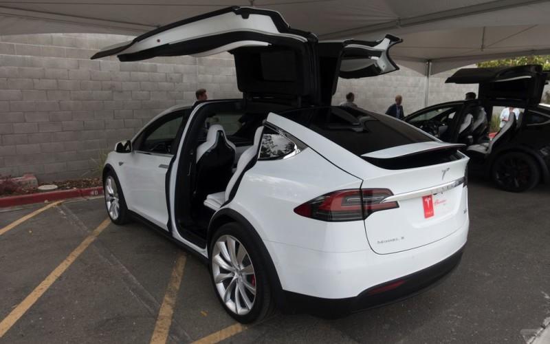 Tesla-ն ներկայացրել է նոր Model X էլեկտրամեքենան (տեսանյութ, ֆոտոշարք)