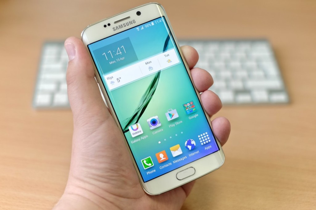 4-samsungs-galaxy-s6-gives-the-iphone-6s-a-run-for-its-money