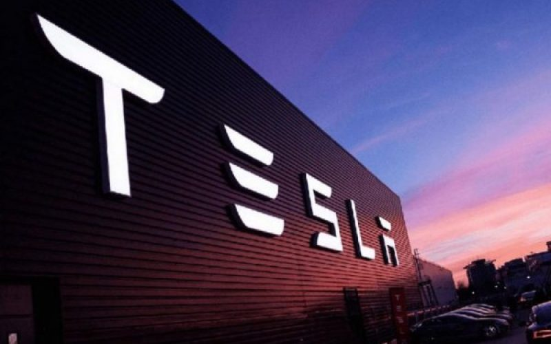 Tesla–ն փակում է իր մասնաճյուղերը