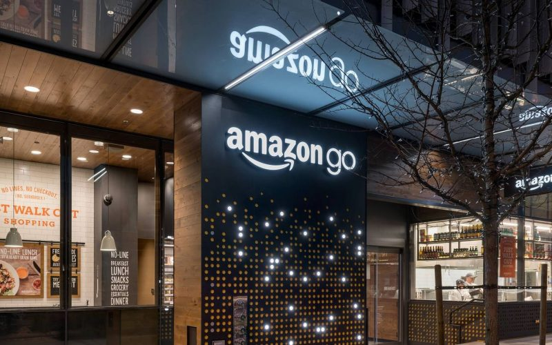 Amazon-ը սկսել է մենեջերներին ռոբոտներով փոխարինել