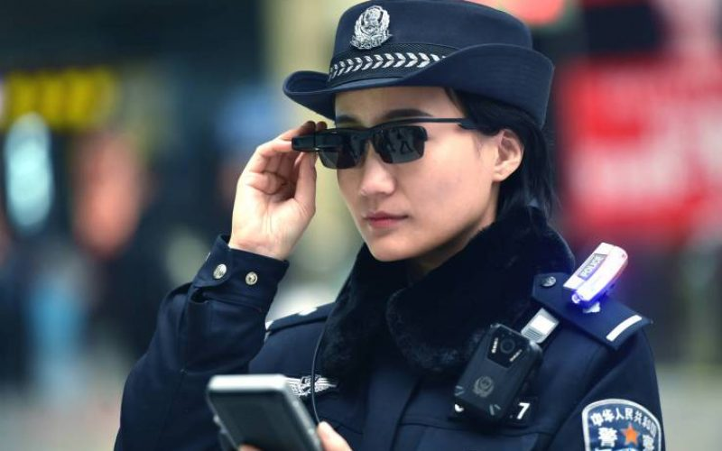 «Խելացի» ակնոցը չինացի ոստիկաններին օգնում է հայտնաբերել հանցագործներին