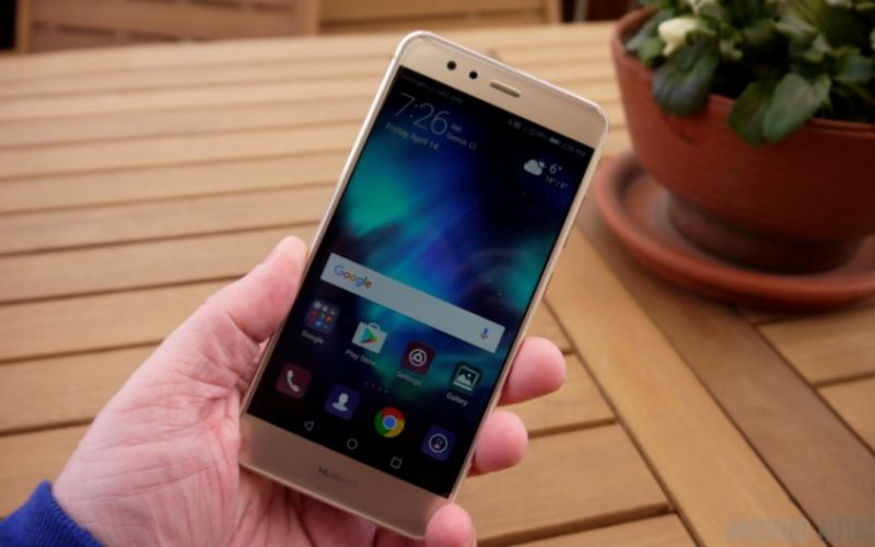Huawei–ը էկրանում անցքով սմարթֆոն է պատրաստվում թողարկել