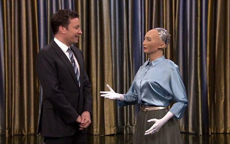 Կատակերգակ  Ջիմի Ֆելոնը ռոբոտ Սոֆիայի հետ դուետ է երգել