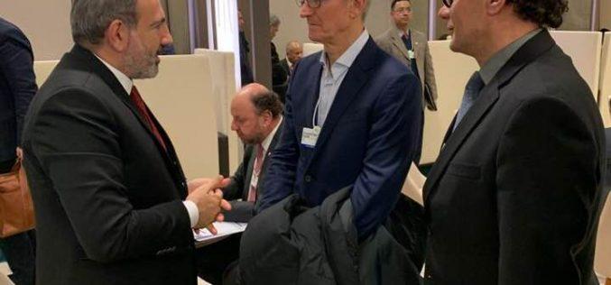 Դավոսում ՀՀ վարչապետ Նիկոլ Փաշինյանը հանդիպել է Apple-ի ղեկավար Թիմ Քուկի հետ
