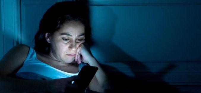 Սմարթֆոնի կապույտ լույսը ծերացնում է. գիտնականները զգուշացնում են