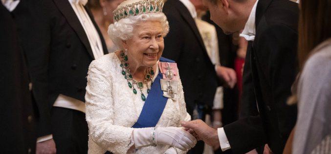 Եղիսաբեթ II թագուհուն հարկավոր է սոցցանցերի պատասխանատու