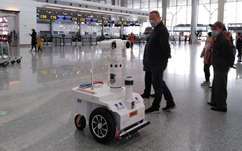 Չինաստանում ոստիկաններին օգնում են 5G ռոբոտները