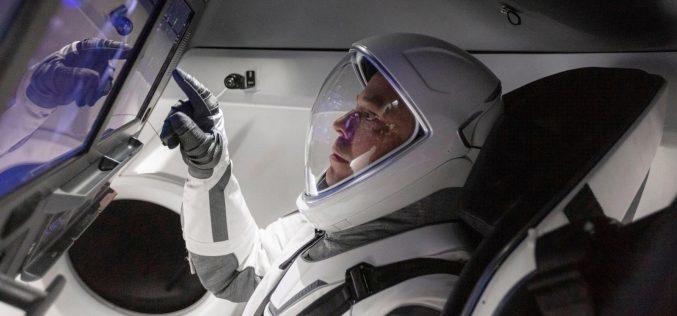 Առաջին մարդատար տիեզերանավը պատրաստվում է թռիչքի (ուղիղ միացում)