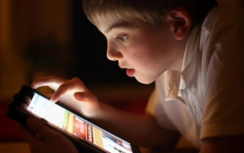 Գիշերային ժամերին պլանշետով գիրք կարդալը հանգեցնում է քնի խանգարումների