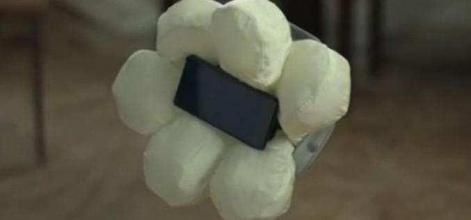 Honda-ն ստեղծել է iPhone-ի անվտանգության բարձիկներ