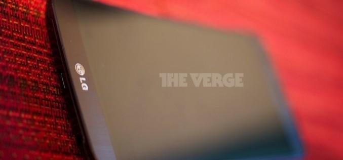 LG G Flex սմարթֆոնի «կենդանի» լուսանկարները