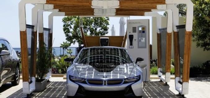 BMW-ն մշակել է մեքենայի ծածկոց, որն ունի արևային մարտկոցներ
