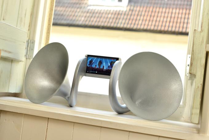 gramohorn-ii-on-windowsill-2-copy