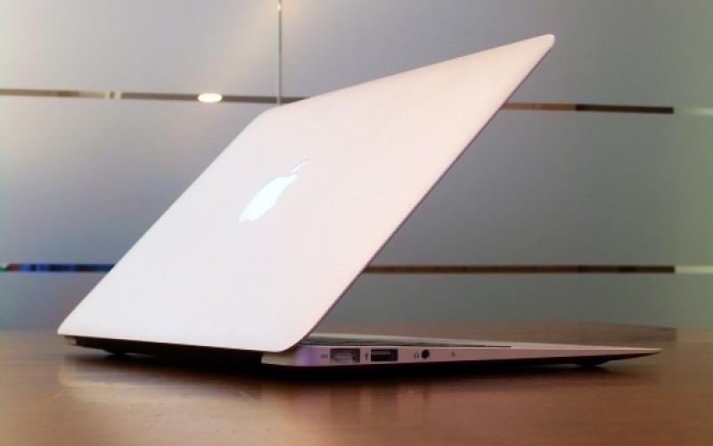 Apple-ը գովազդել է MacBook Air-ը սթիքերների միջոցով (վիդեո)