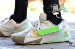 Ֆիլիպինցի դեռահասը լիցքավորում է սմարթֆոնը սպորտային կոշիկներով (վիդեո)